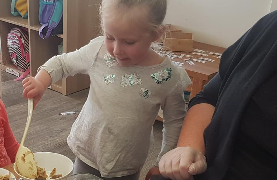 child care narre warren - Children watch food preparation at Apple Blossoms Early Learning