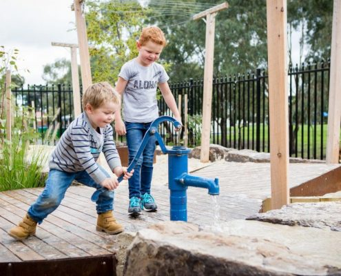 Children and water play at Narre Warren